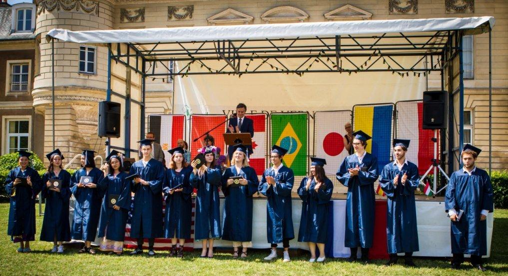 Baccalauréat international en France - cérémonie des drapeaux